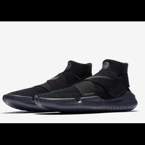 Nike Free RN Motion Flyknit Sneakers